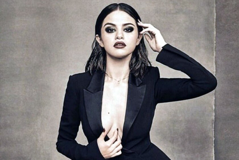 La popular cantante Selena Gomez, de ascendencia hispana, fuenombrada Mujer del Año por la revista Billboard.