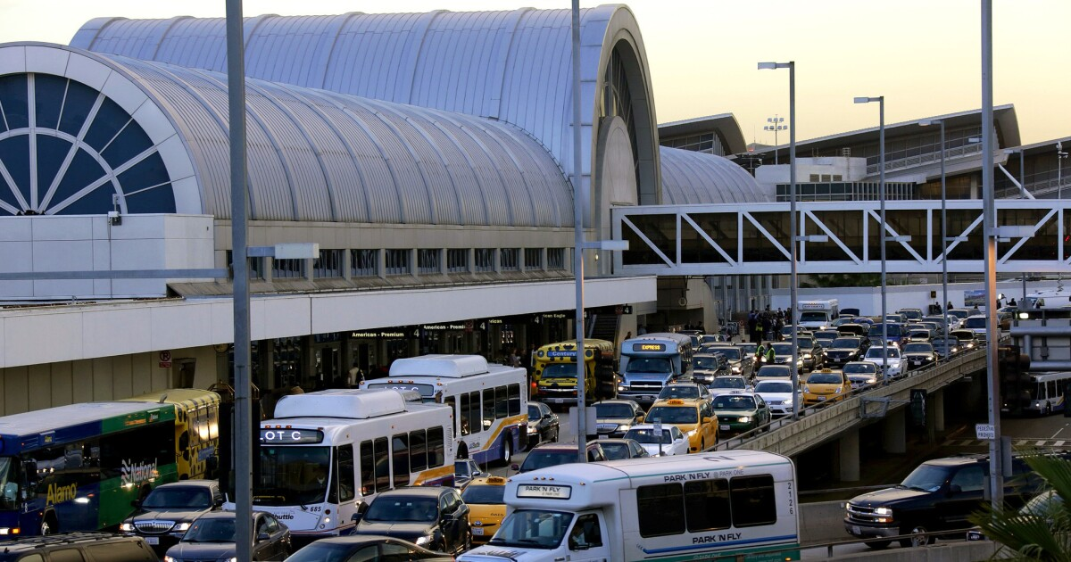 Akan berakhir tepi jalan pickup for Uber, Lyft dan taksi membantu LAX lalu lintas?