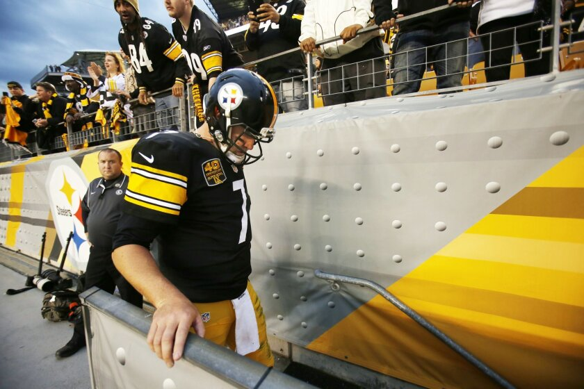 Pittsburgh Steelers quarterback Ben Roethlisberger (7) heads to the locker room after a 35-32 loss to the New Orleans Saints in an NFL football game in Pittsburgh, Sunday, Nov. 30, 2014. Roethlisberger left the field after the game without shaking hands with New Orleans Saints quarterback Drew Brees. (AP Photo/Gene J. Puskar)