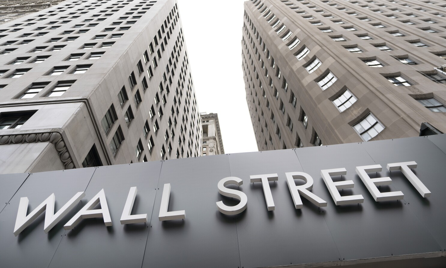Wall Street finishes mixed as tech slump offsets other gains - Los Angeles  Times