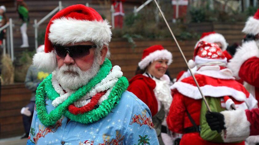 us-holiday-lifestyle-santacon
