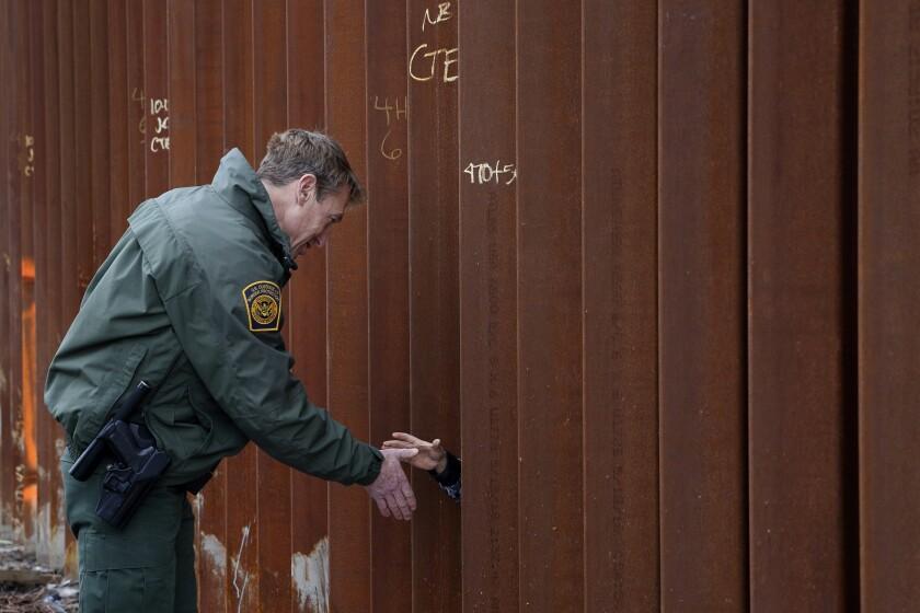Director de Patrulla Fronteriza de EEUU deja su puesto