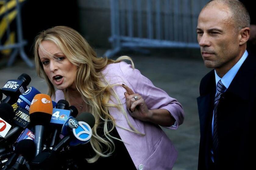 El presidente, Donald Trump, admitió hoy por primera vez que su abogado personal, Michael Cohen, le representaba en relación con la actriz porno Stormy Daniels (i), a la que el letrado trató de silenciar con un pago que ahora está sujeto a una investigación criminal federal. EFE/ARCHIVO