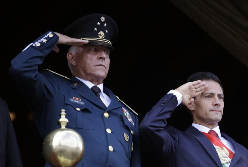 ARCHIVO - En esta fotografía de archivo, el secretario mexicano de Defensa, general Salvador Cienfuegos