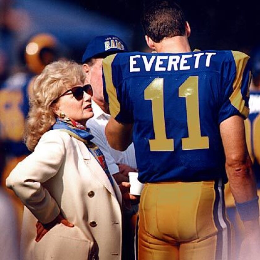 Jim Everett talks with former Rams owner Georgia Frontiere.