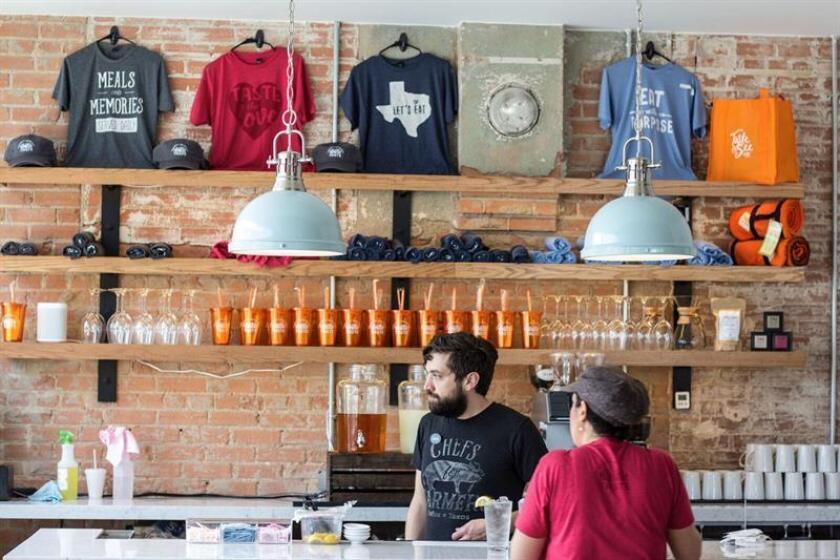 Fotografía fechada el 24 de marzo de 2018 que muestra el interior del restaurante Taste Community Restaurant , ubicado en Fort Worth, Texas (EE.UU.). EFE