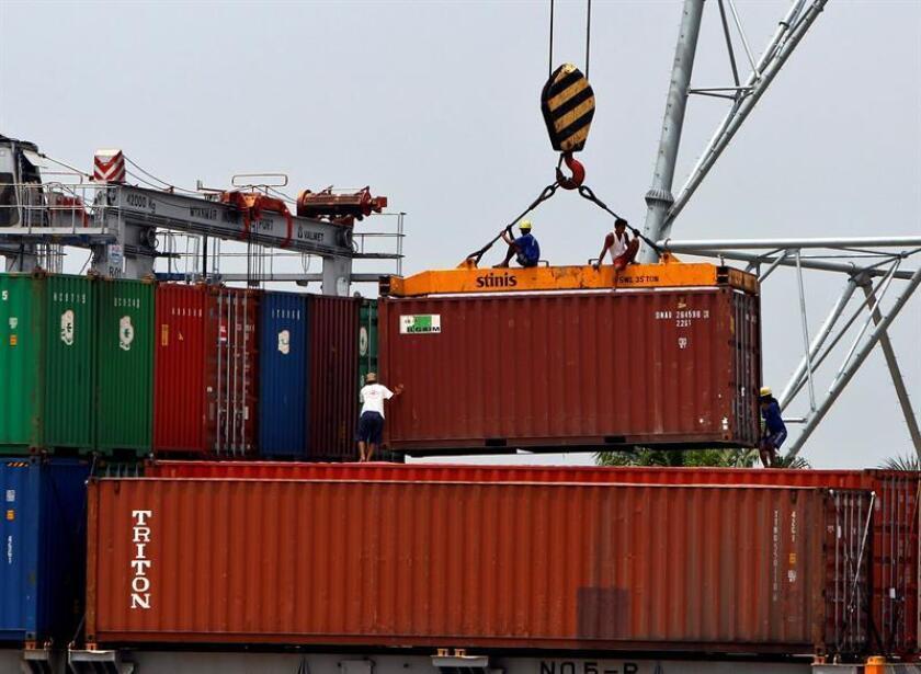 El déficit en el comercio internacional de bienes y servicios del país aumentó a 566.600 millones de dólares en 2017, un 12,1 % más que en 2016 y el mayor en nueve años, en medio de los llamados al proteccionismo del presidente Donald Trump. EFE/Archivo