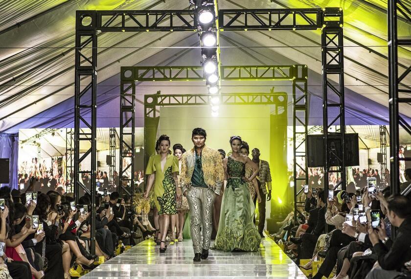 tn-tn-wknd-et-0529-viet-fashion-week-1-20160603