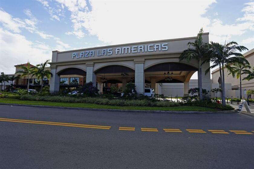 Una persona fue herida de bala este sábado en uno de los aparcamientos del centro comercial Plaza Las Américas, informó hoy la policía de Puerto Rico. EFE/Archivo