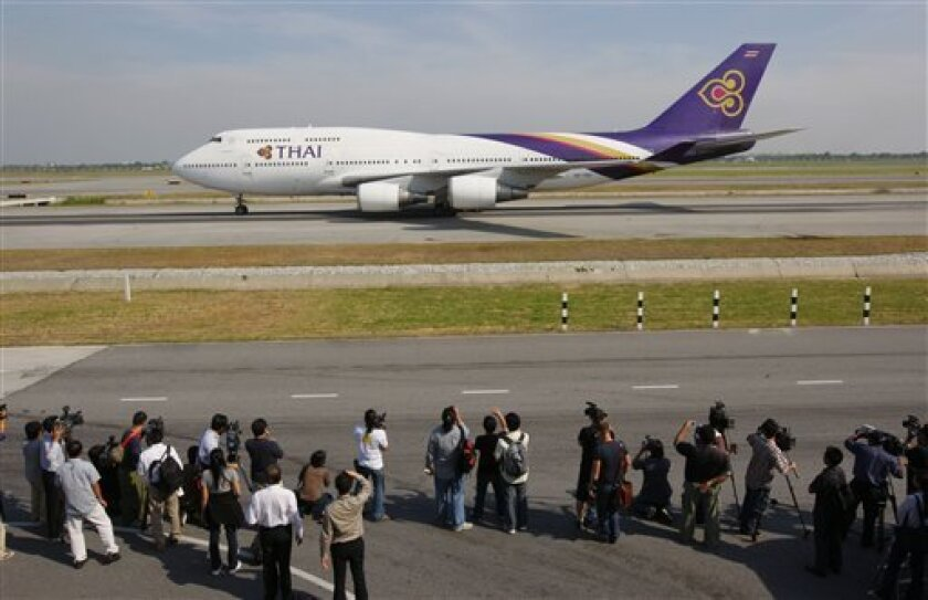 The first commercial airliner in a week of Thai Airways lands at Suvarnabhumi international airport in Bangkok, Thailand, Wednesday, Dec. 3, 2008 after . Victorious anti-government protesters lifted their siege of Bangkok's two airports Wednesday while leaders of the ousted government named a caretaker prime minister to lead the politically chaotic kingdom. (AP Photo/Vincent Thian)