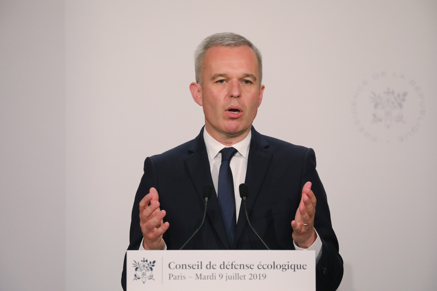 Top French minister resigns after reports of lavish lifestyle - Los Angeles Times