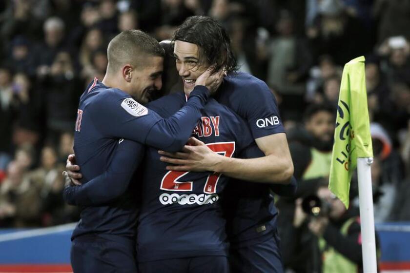 Los jugadores del PSG celebran el gol de Edinson Cavani (c) en el Parque de los Príncipes de París. EFE/EPA
