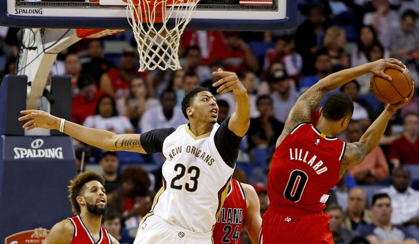 Anthony Davis suffers knee injury in Pelicans' contentious loss to Trail Blazers