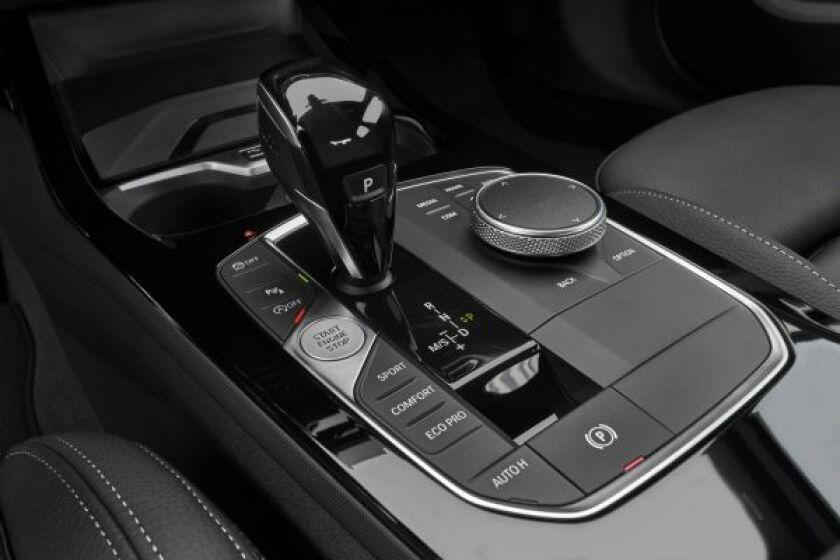 BMW-2-Series-Sedan-ShiftConsole.jpg