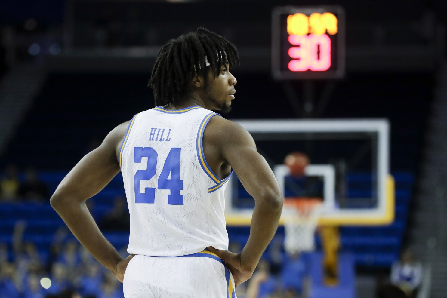 Jalen Hill Makes Energetic Return To Ucla S Starting Lineup