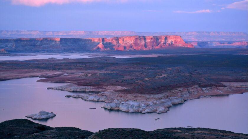 Lake Powell, Ariz. Wahweap Overlook,