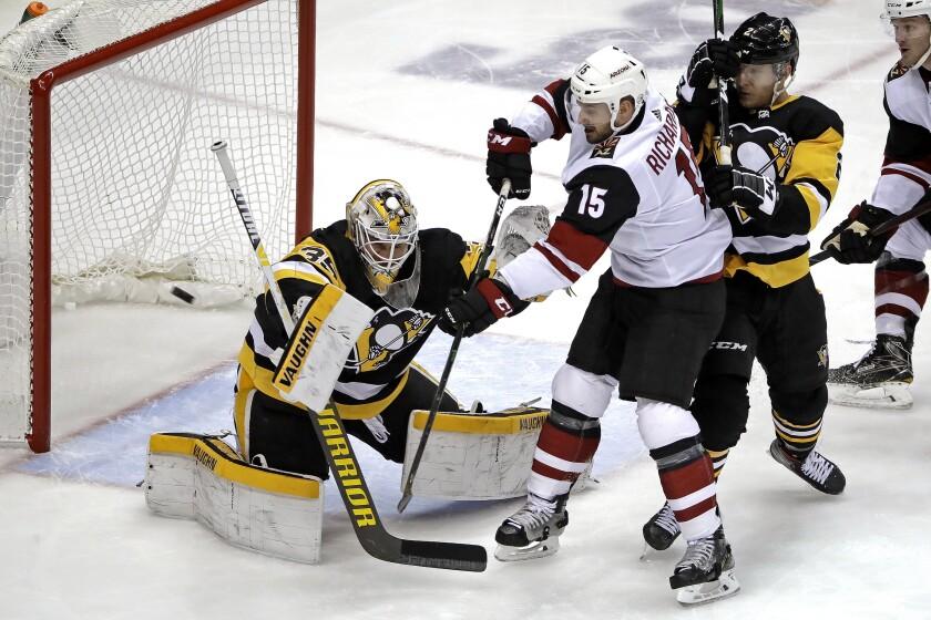 Coyotes Penguins Hockey