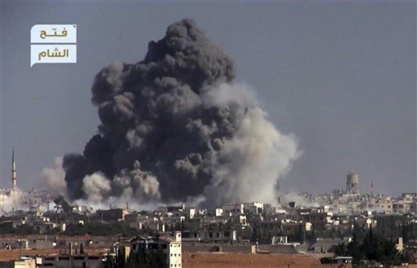 Aviones de guerra no identificados bombardearon dos hospitales de localidades situadas al oeste de la ciudad siria de Alepo (norte), donde varias personas resultaron heridas, según el Observatorio Sirio de Derechos Humanos.