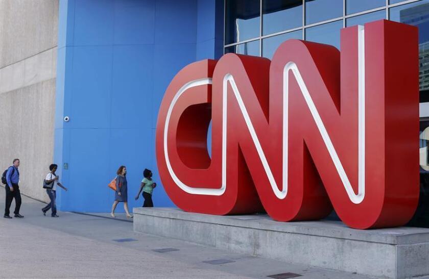 """El presidente, Donald Trump, sugirió hoy que el Gobierno debería crear un nuevo canal de televisión internacional para competir con la cadena CNN, que a su juicio da una imagen """"injusta y falsa"""" del país en el mundo. EFE/ARCHIVO"""