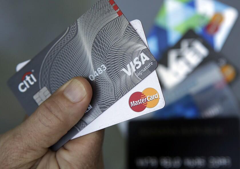Las compañías de tarjetas de crédito pueden ayudar, pero primero debe hacer su tarea.