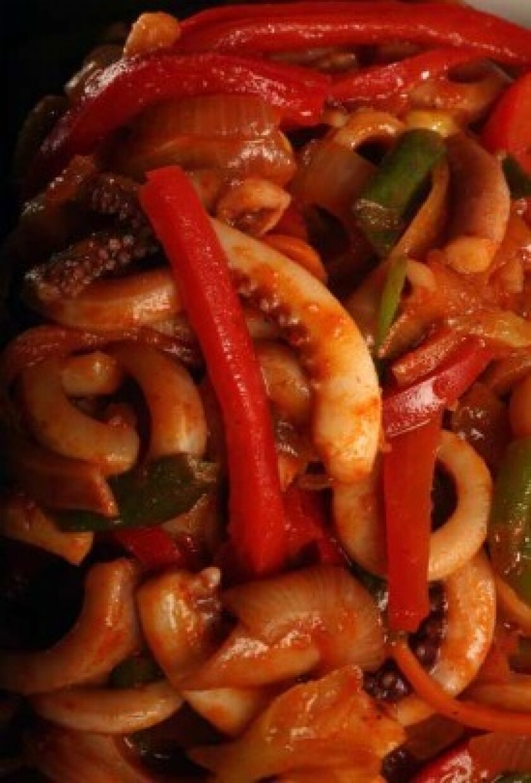 Spicy stir-fried squid (<i>Ohjing-uh bokkeum</i>)