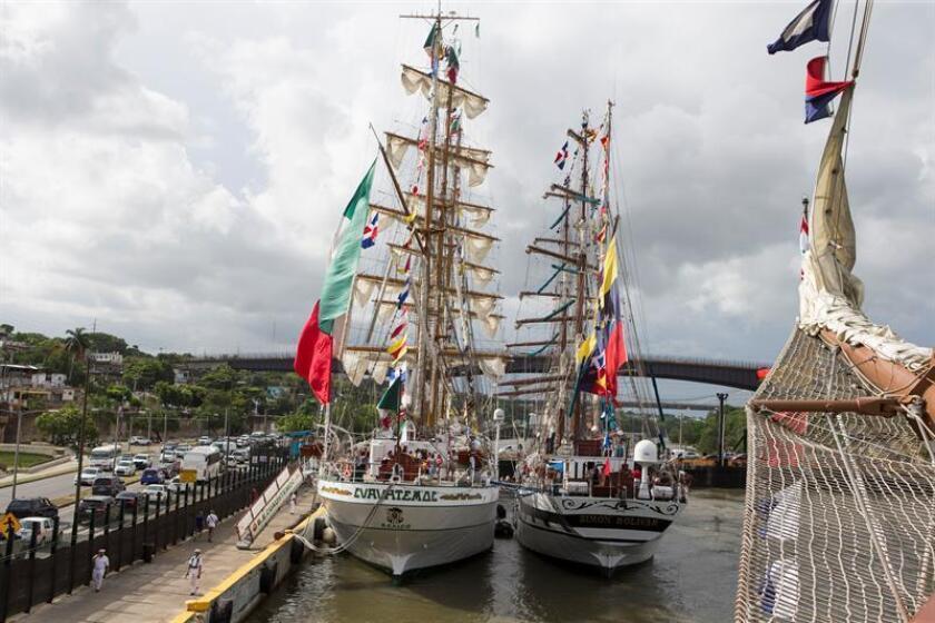 Fotografía de los buques escuela Cuauhtemoc de México (i) y Simón Bolívar de Venezuela hoy, sábado 11 de agosto de 2018, en Santo Domingo (República Dominicana). EFE