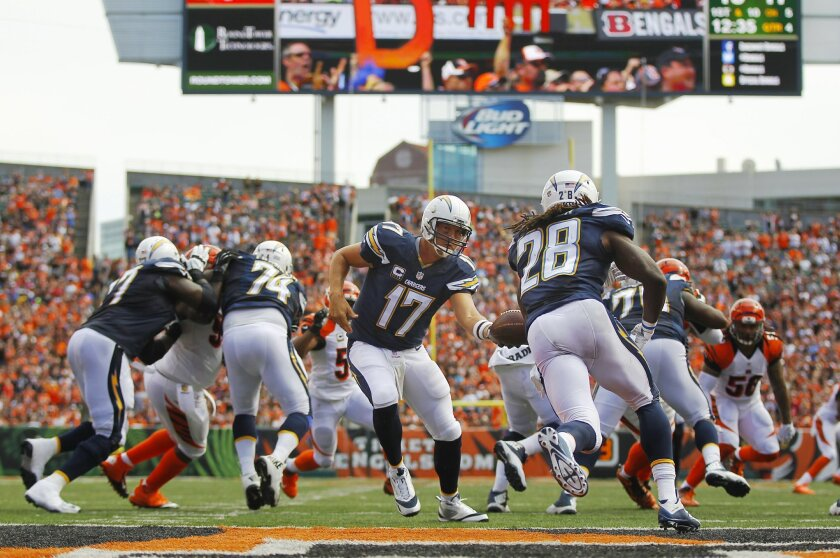 Chargers Philip Rivers hands off to Melvin Gordon against the Bengals.
