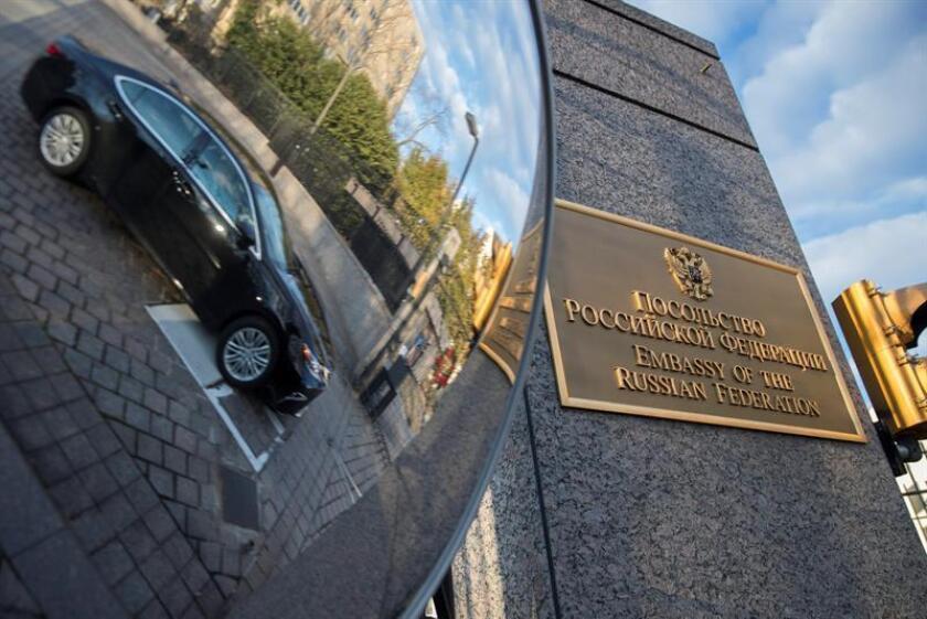 """La calle de la embajada rusa en Washington se llama desde hoy """"Boris Nemtsov Plaza"""" en honor al opositor ruso homónimo asesinado en febrero de 2015 junto al Kremlin cuando investigaba la muerte de soldados rusos en Ucrania. EFE/ARCHIVO"""