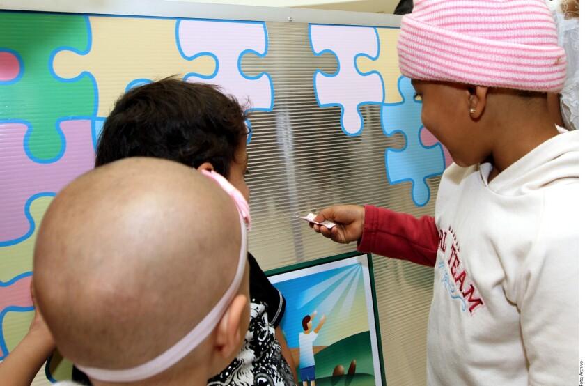Mientras que en otros países 80 por ciento de los niños con cáncer sobrevive, en México sólo lo logra 50 por ciento, señaló Farina Arreguín, jefa de Oncología Pediátrica del Hospital 20 de Noviembre del ISSSTE.