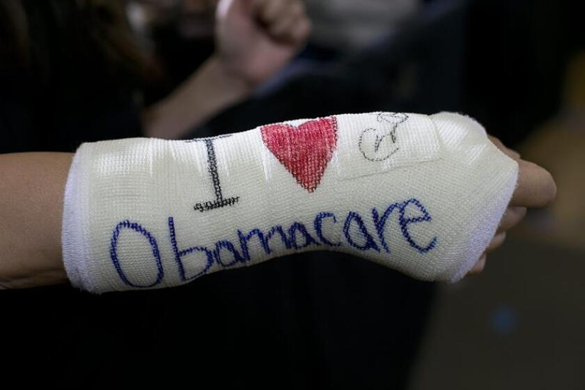 """A pesar de estar excluidos de la Ley de Cuidado de Salud Costeable (ACA), conocida como """"Obamacare"""", los inmigrantes indocumentados que residen en California se han beneficiado indirectamente de esta medida, según un estudio publicado hoy por la Universidad de California Los Ángeles (UCLA). EFE/ARCHIVO/POOL"""
