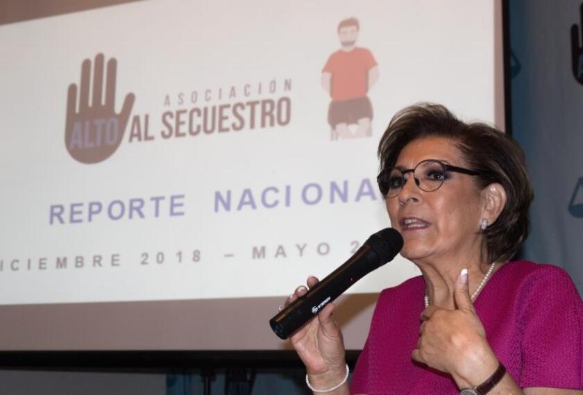 La presidenta de la ONG Alto al Secuestro, Isabel Miranda de Wallace, habla durante de la presentación de un reporte nacional sobre secuestros, este miércoles, en Ciudad de México (México). EFE