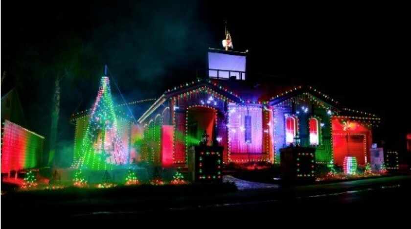 Christmas Light Display Near Me.Column Escondido May Not Have Snow But One Home S Dazzling