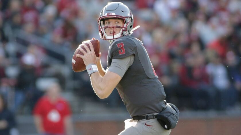Washington State quarterback Tyler Hilinski looks for a receiver during the second half against Arizona on Nov. 5, 2016.
