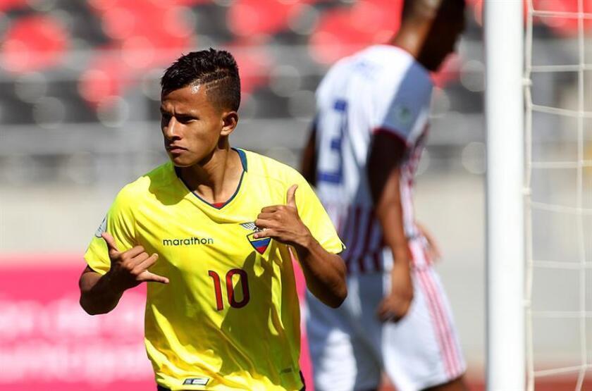 El ecuatoriano Jordan Rezabala celebra el 1-0 durante un partido del Grupo B del Sudamericano Sub'20 entre Ecuador y Paraguay este viernes, en el estadio Fiscal de la ciudad de Talca (Chile). EFE