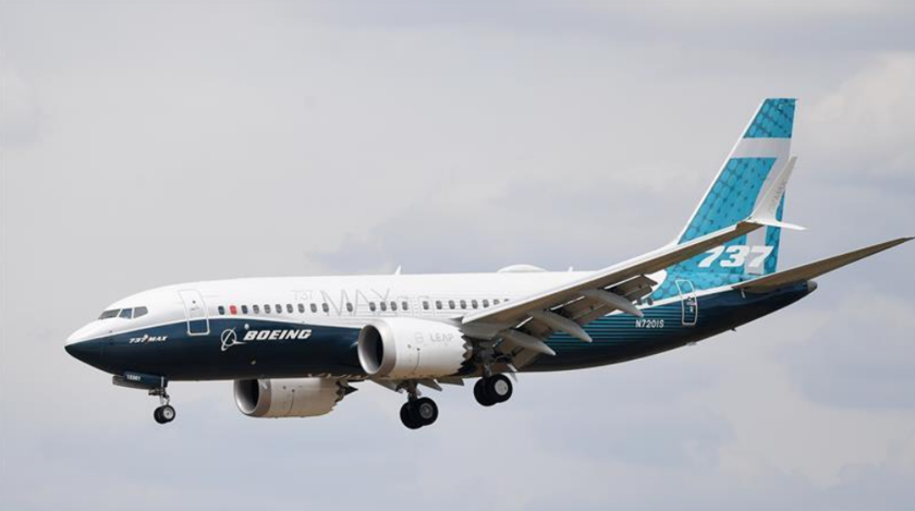 """El fabricante aeronáutico Boeing actualizará el software de control del vuelo de sus aeronaves modelo 737 MAX para """"hacerlas aún más seguras"""" antes del mes de abril, la fecha límite que la autoridad de aviación de EE.UU. (FAA, en ingles) ha previsto para imponer su aplicación mediante una normativa. EFE/ Archivo"""