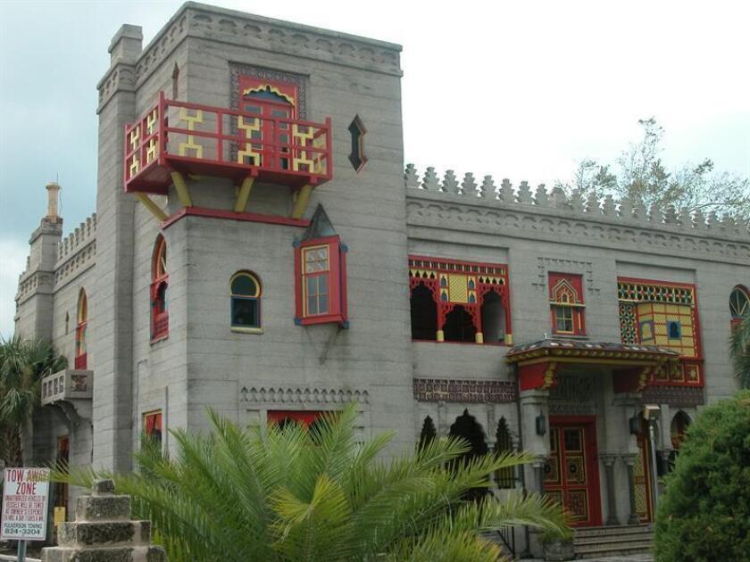 Fotografía de archivo (02/09/2007) donde aparece el castillo de Zorayda, que reproduce a escala una parte del palacio de la Alhambra de Granada, en el centro de la ciudad estadounidense de San Agustín (Florida) fundada por el español Pedro Menéndez de Avilés. EFE/Archivo