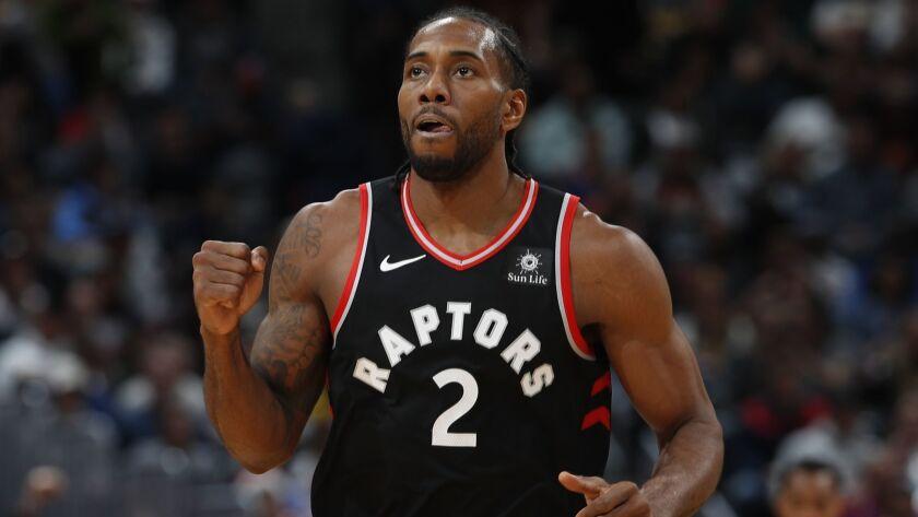 Toronto Raptors forward Kawhi Leonard (2), r m