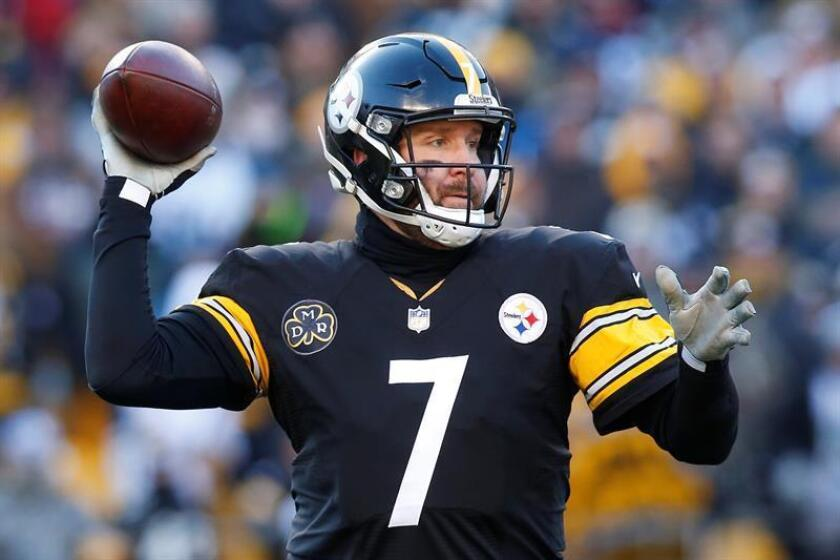 Pittsburgh Steelers quarterback Ben Roethlisberger throws a pass against the Jacksonville Jaguars in the second half of the NFL American Football game at Heinz Field in Pittsburgh, Pennsylvania, USA, 14 January 2018. EFE