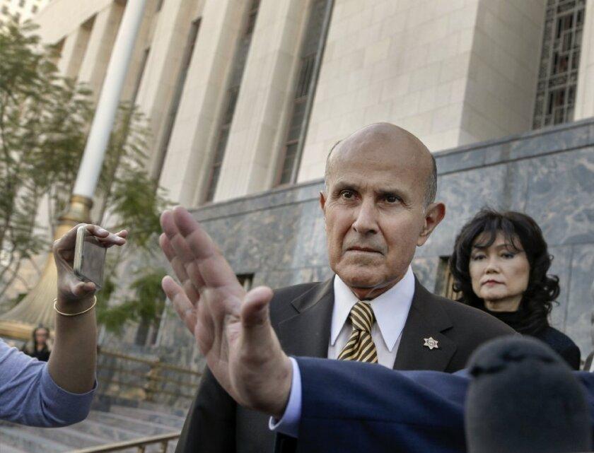 El acuerdo de libertad condicional le fue negado a Baca así como la sentencia de seis meses, el ex Sheriff, quien renunció a su puesto en el 2014, ahora enfrenta un juicio en el que podría enfrentar años en la prisión.