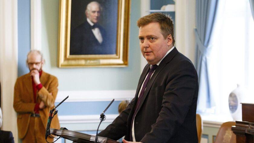 Sigmundur David Gunnlaugsson, arriba en el Parlamento en Reykjavik, renunció como primer ministro de Islandia en abril de 2016 (European Pressphoto Agency).