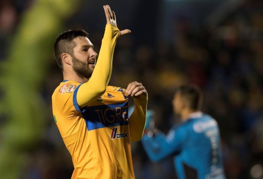 Andre Gignac de Tigres celebra un gol hoy, sábado 13 de enero de 2018, durante el partido correspondiente a la jornada 2 del Torneo Clausura 2018, entre Tigres y Santos Laguna, celebrado en el estadio Universitario de la ciudad de Monterrey (México). EFE