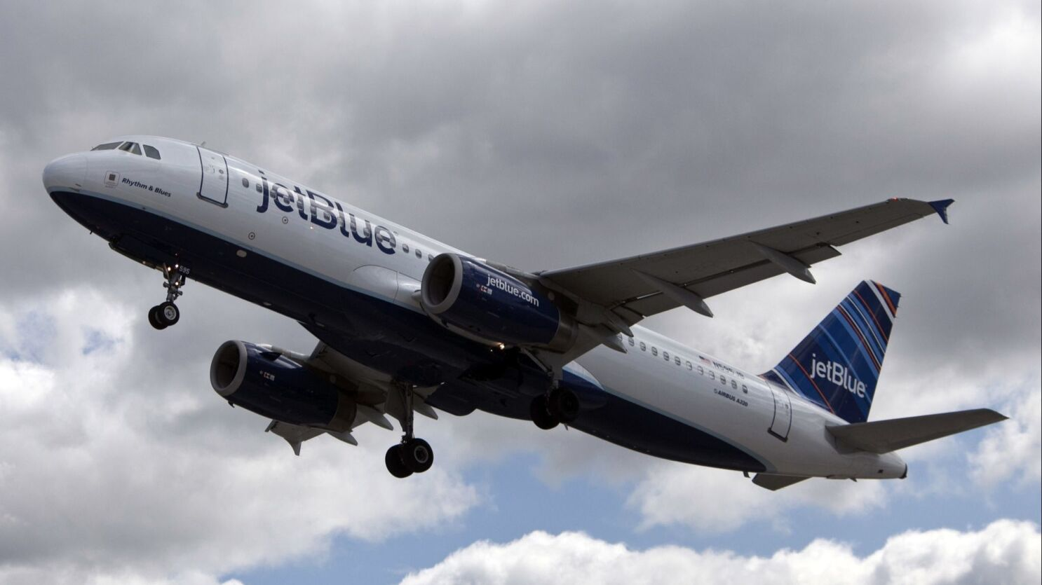 huntington beach hopes jetblue s plan to cut flights at long beach airport will bring relief from noise los angeles times flights at long beach airport