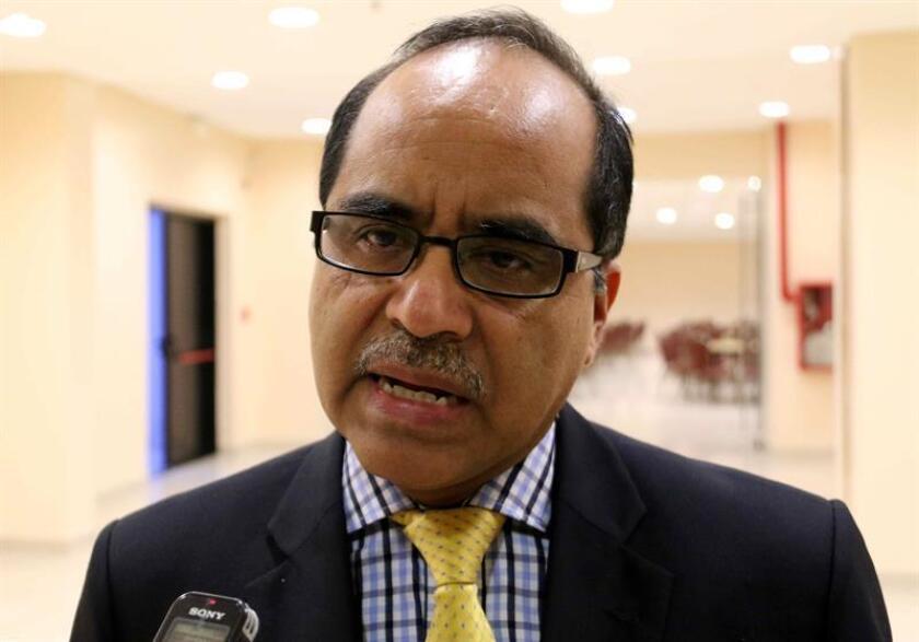 En la imagen, el ministro guatemalteco de Educación, Óscar Hugo López. EFE/Archivo