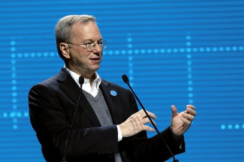 La firma Alphabet, matriz de Google, anunció hoy que Eric Schmidt dejará de ser presidente ejecutivo del consejo de administración de la compañía desde enero próximo y pasará a convertirse en asesor técnico de la firma. EFE/ARCHIVO