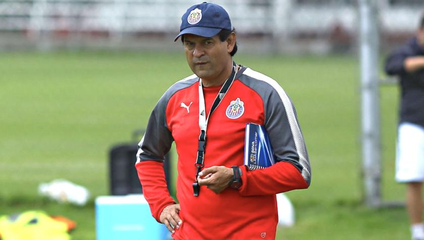 José Saturnino Cardozo, entrenador paraguayo de las Chivas.