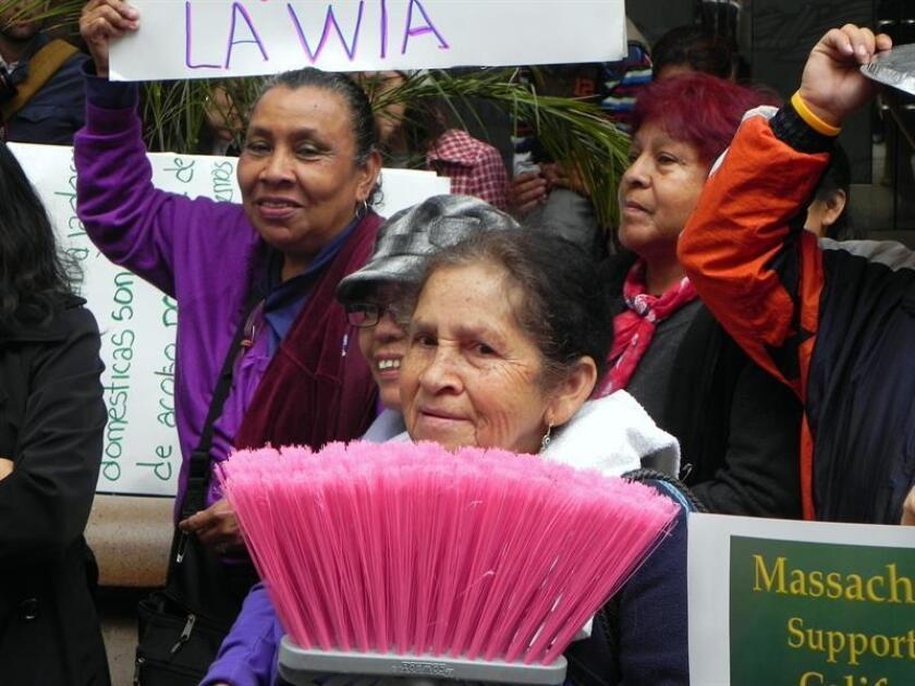 """Las trabajadoras domésticas en el país afrontan con ilusión la que puede ser la mayor conquista de """"dignidad"""" del sector a nivel nacional mediante una legislación que se presentará en 2019 para establecer un marco nacional de derechos laborales, lo que sacaría a estas empleadas de la marginalidad. EFE/Archivo"""