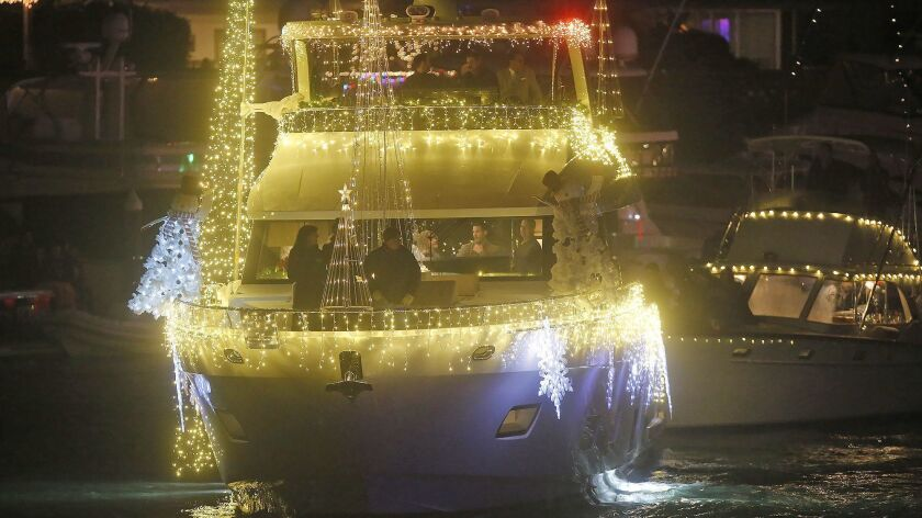 Christmas Boat.Newport Beach Christmas Boat Parade Begins Its 5 Night Stand