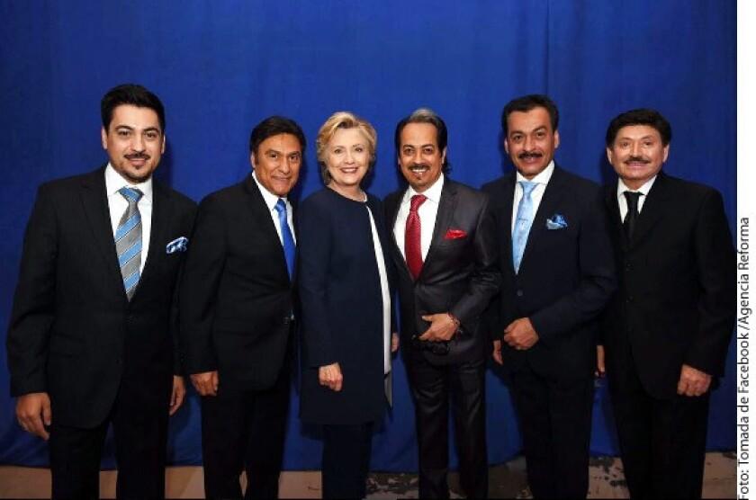 Conscientes de la influencia que tienen en la comunidad latina de Estados Unidos, los integrantes de Los Tigres del Norte se pronunciaron por Hillary Clinton.
