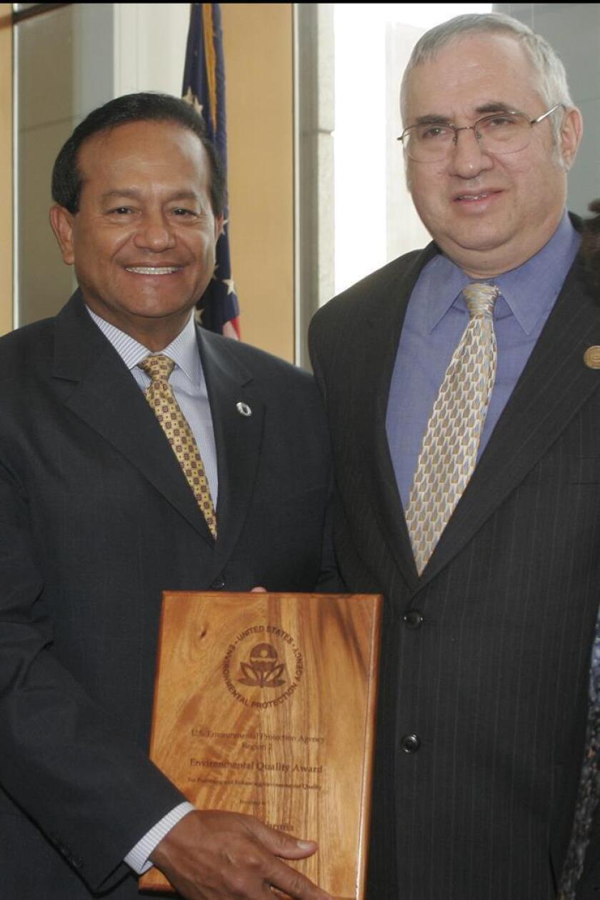 El alcalde del Municipio de Caguas, Puerto Rico William Miranda Marín (izq). EFE/ARCHIVO