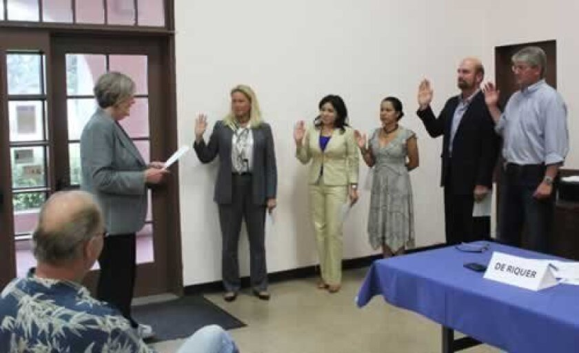 City Councilwoman Sherri Lightner leads La Jolla Town Council officers in taking the oath (from left): Board President Cindy Greatrex, Treasurer Yolanda de Riquer, Secretary Sonia Marie Olivas, First Vice-President Steve Haskins and Second Vice-President Peter Wulff. Pat Sherman